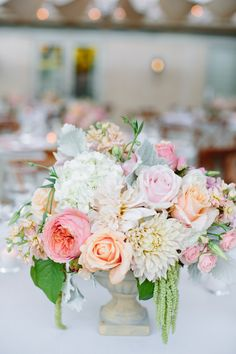 Pretty and soft centerpiece   Photography: Jessica Burke Photography, Floral Design: FleurEssence Floral Design
