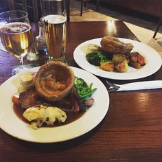 Finishing the day off in great company with @benn_james and one of the best #sundaylunch meals I've ever had at the @woolpackinnchilham so delicious!  #food #lunch #sunday #kent #roast