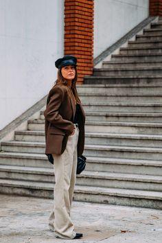 Paris Fashion Week Street Style, Street Style Trends, Spring Street Style, Cool Street Fashion, Paris Street, Parisian Chic, Fashion Photo, Women's Fashion, Fashion Trends