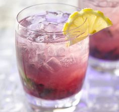 Fabulously refreshing (not to mention lovely looking) Blueberry Hard Lemonade. #cocktails #summer #drinks #blueberry #lemonade