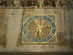 The Cambridge University Clock, set above the West door of Great St Mary's - Cambridge - Royaume-Uni Cambridge University, Sundial, Rainbow Colors, Medieval, Saints, Just For You, Tower, Mary, Clocks