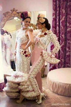 that pants suit 😍 Traditional Fashion, Traditional Dresses, Flamingo Dress, Spain Fashion, Flamenco Dancers, Latin Dance Dresses, Frou Frou, Dance Costumes, Bridal Dresses