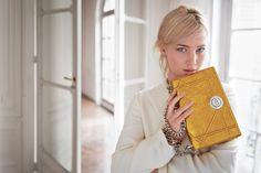 Le nouveau sac Dior, un nouveau lifestyle Diorever… réversible : un rabat à la gestuelle et à la personnalité unique. Diorever… forever Dior : un fermoir écusson pour une signature forte et contemporaine. Diorever… every day : un tote qui s'adapte à l'humeur et au style du jour.