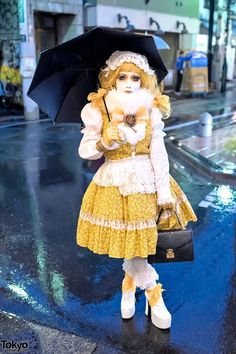 Japanese shironuri artist Minori. Her fashion, as always, was put together from handmade, remake, and vintage items. She was also wearing a bow featuring her own artwork.