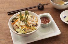 Asiatische Reisnudeln... used items: Navigenio #AMCRezept #AMCrecettes Asian Rice, Rice Noodles, Food Videos, Recipe Videos, Wok, Japchae, Bon Appetit, Potatoes, Ethnic Recipes