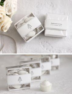 Origami Box  Dimensione: cm. 5,5 x 5,5 Colore: Carta bianca Disegno torta personalizzabile Sul retro verranno stampati i nomi degli sposi e la data del matrimonio  Price: €6.00