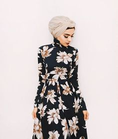 2017 Spring Outfit Ideas That Every Hijabi Should Try Hijab Fashion Inspiration, Trend Fashion, Abaya Fashion, Mode Inspiration, Islamic Fashion, Muslim Fashion, Modest Fashion, Fashion Dresses, Hijab Outfit