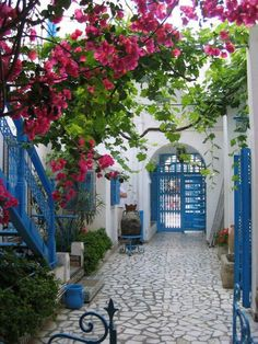 beautiful life - here and now | i-love-tunisia: Sidi Bou Said, Tunisia  I  love courtyards and the colors in this one are so gorgeous!