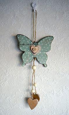 Antiikkivihreä, nätti puinen perhonen esimerkiksi lastenhuoneeseen, kokonaispituus 30 cm // Antique green, pretty, wooden butterfly for example to decorate the nursery, total length 30 cm