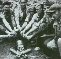 Spanish anarchists pose with the skull of a fascist. /// Spanish Civil War