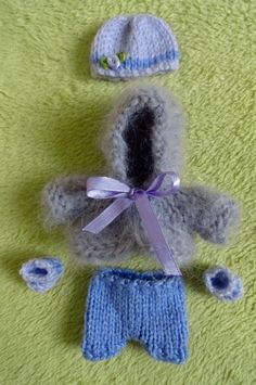 Check out this item in my Etsy shop https://www.etsy.com/uk/listing/225044324/hand-knitted-dolls-clothes-for-8-ooak