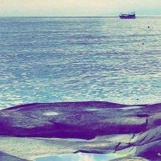 Nature makes me feel calm. Yoga makes me feel whole. Both applied at the beginning of the day make my day beautiful.  How does it make you feel? Do you like peaceful mornings like this?  #thailand #tajlandia #kohtao #rocks #sunrise #islandlife #polishgirl #padmasana #blogerka #blogger #yogajourneys #yogaretreat #wyjazdyzjogą #wakacjezjogą #simplelife #wyspiarskieżycie #wschódsłońca #sea #morze #wanderlust #travelblog #podróże #travel #instatravel #relax #relaks #backpacker #yoga #yogagirl…
