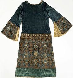 Dress by Vitaldi Babani, 1926. Image c. The Metropolitan Museum of Art