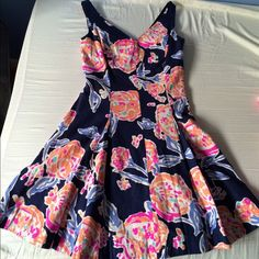 Lilly Pulitzer PomPom dress EUC Lilly Pulitzer dress in PomPom print. Gorgeous and great for summer :) $85 thru pal Lilly Pulitzer Dresses Midi