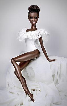 looks like my snuggles doll all grown up. African American Beauty, African American Dolls, Alvin Ailey, Fashion Royalty Dolls, Fashion Dolls, Barbie Mode, Afro, Diva Dolls, Dolls Dolls