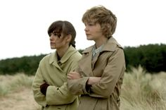 NEVER LET ME GO, from left: Keira Knightley, Carey Mulligan, ph: Alex Bailey/TM and copyright ©Fox Searchlight Pictures. All rights reserved. Carey Mulligan, Best Sci Fi Movie, Sci Fi Movies, Awesome Movies, Keira Christina Knightley, Keira Knightley, Movie Photo, Picture Photo, Never Let Me Go
