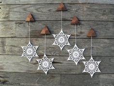 Eleganten Weihnachtsdekoration - Urlaub Wohnkultur - Wandbehang - Sterne Mobile - häkeln Schneeflocke und Holz Ornamente für Zuhause - Satz von 5