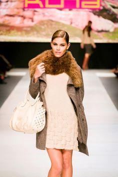 Vestido Marvell Abrigo Monalisa  Accesorios: Carteras KUNA by Beatrice Ciabatti