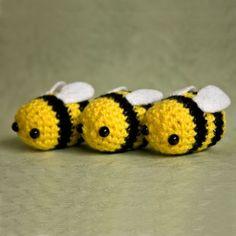 Abeilles tricotées en laine mignonnes