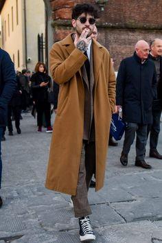 Trench Coat Outfit, Trench Coat Men, Men Coat, Camel Coat Men, Mens Winter Coat, Burberry Men, Gucci Men, Looks Street Style, Mens Style Guide