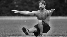 """Learn how to do a single-leg """"pistol"""" squat, even if you haven't been able before. Also includes resources for ankle flexibility :) Stretching Exercises For Legs, Leg Exercises, Leg Workouts, Workout Routines, Best Leg Workout, Leg Workout At Home, Calisthenics Diet, One Legged Squat, Gym Tips"""