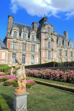 Château de Beaumesnil, Haute-Normandie, Eure, France.