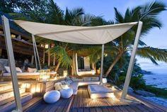 Los toldos vela son una solución óptima y económica que crea zonas frescas y sombreadas en el jardín y dan a la terraza un aire diferente y original.