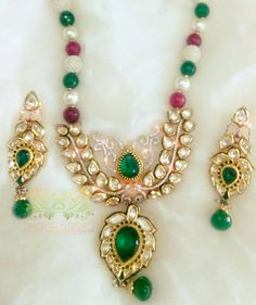 Amass Compliments From One and Many Wearing this Necklace Set Embellished with Precious Kundan Stones which Gives it its Dazzling Charm..!!! #Sparkling #kundan #Kundan #greenstone #AD #Pearls #pearls #necklace #desi #desibride #bollywoodjewelry #desijewelry #bollywoodfusion #dubai #mumbaifashion #vamadesigns #singarjewelry #Earrings #gold #desibeautyblog #asiana #asian #dressyourface #instafashion #picoftheday #singarstudio