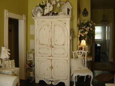Winter Shabby White slipcovered cottage chic - Living Room Designs - Decorating Ideas - HGTV Rate My Space