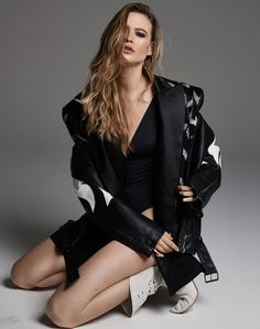 Behati Prinsloo Finds Her Groove In 'Girls Like You' By David Roemer For Marie Claire Italy February 2019 — Anne of Carversville Vogue Fashion, Daily Fashion, Fashion Models, Fashion Trends, Rock And Roll Fashion, Textiles, Behati Prinsloo, Professional Women, Casual Street Style