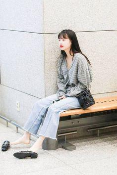가을에 참고할만한 여돌 사복 코디 모음 🍂🍁.ipg | 카카오톡 #FUN Fashion Tag, Kpop Fashion, Daily Fashion, Korean Fashion, Fashion Trends, Kpop Mode, Photo Recreation, Soo Jin, Soyeon