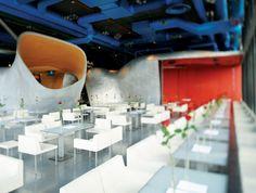Au sommet du Centre Pompidou à Paris l'entreprise d'Architecture Jakob+MacFarlane a imaginé un restaurant au style industrielle offrant une vue imprenable sur la capitale.  l projets hôtelier l architecte d'intérieur l adresses branchées l inspirations et idées l  Pour plus d'idées, cliquez ici : http://www.brabbu.com/en/all-products.php