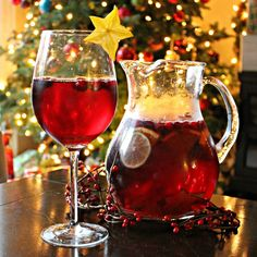 Christmas Cranberry Pomegrante Sangria 1 bottle of white or red wine 3 cups pomegranate-cranberry juice 1 can Sprite of 1 lime, sliced 1 orange, quatered and sliced 1 cup frozen cranberries 1 star fruit, sliced by beautiful clothes Christmas Cocktails, Holiday Drinks, Party Drinks, Cocktail Drinks, Fun Drinks, Yummy Drinks, Holiday Fun, Alcoholic Drinks, Beverages