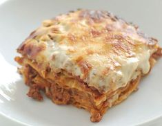 Lasagna - Which is correct? Depends on where you live. In Italy, 'lasagna' is singular, 'lasagne' is plural. In Great Britain 'lasagne' is primarily used, whereas in the U. both 'lasagne' and 'lasagna' are used interchangeably. Tuna Recipes, Ww Recipes, Italian Recipes, Chicken Recipes, Cooking Recipes, Quiche Recipes, Sausage Recipes, Chicken Spinach Mushroom, Spinach Stuffed Mushrooms