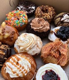 Donut Flavors, Donut Recipes, Snack Recipes, Dessert Recipes, Delicious Donuts, Delicious Desserts, Yummy Food, Healthy Food, Donuts Donuts