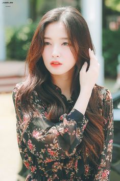 HD kpop pictures and gifs. Stylish Girls Photos, Girl Photos, Kpop Girl Groups, Kpop Girls, Korean Beauty, Asian Beauty, Arin Oh My Girl, Singer Fashion, Beautiful Asian Girls