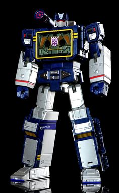 Transformers Masterpiece MP-13 Soundwave (with MP-16 Buzzsaw)