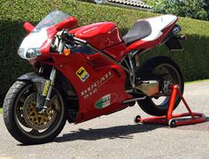 "Ducati 916SPS, these ducati ""special"" bikes, SPS, SP etc, they just carry themselves so very well."