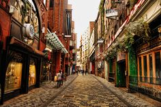 The streets of Liverpool, England. Home of the Beatles! Liverpool England, Liverpool Home, Liverpool Nightlife, Liverpool City Centre, Places Around The World, Oh The Places You'll Go, Places To Travel, Places To Visit, Around The Worlds