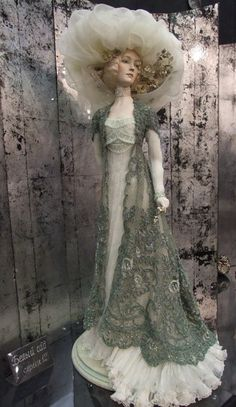 Alexandra doll - White Garden [ it's the weighted lace and heavy added ruffle to the hem of the dress...hat texture, mmm  ki ]