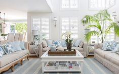 This beautiful home shows how to decorate your home in the Hamptons style with a classic Hamptons kitchen and living room filled with coastal decorating ideas Hamptons Decor, Die Hamptons, Hamptons Living Room, Hamptons Style Homes, Coastal Living Rooms, Living Room Decor, Hamptons Style Bedrooms, Living Area, Style At Home