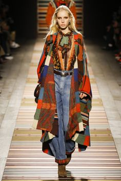 Etro Fall 2018 Ready-to-Wear collection, runway looks, beauty, models, and reviews.