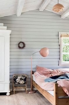 Camilla Tange Peylecke: Kom med indenfor i mit sommerhus Summer House Interiors, Cabin Interiors, Shabby Chic Bedrooms, Guest Bedrooms, Tiny Bedrooms, Teenage Bedrooms, Teen Bedroom, Home Decor Colors, House Colors