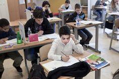 Nederland - In de laatste klas van de basisschool moeten leerlingen in Nederland meestal een eindtoets doen: de Citotoets. Eigenlijk is de Citotoets in groep 8 een groot proefwerk. Je laat zien wat je allemaal geleerd hebt. Met de uitslag bepaal je samen met je leerkracht en ouders welke middelbare school het beste bij je past.