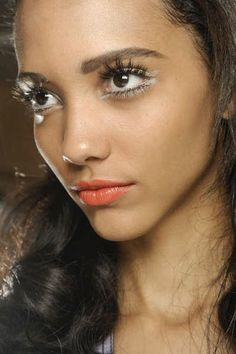 Perfect makeup combo::white eyeliner on top and bottom, spidey individual lashes, and coral lips. Makeup Tips, Beauty Makeup, Hair Makeup, Hair Beauty, Makeup Ideas, Eye-liner Blanc, Peach Lips, White Eyeshadow, Natural Wedding Makeup