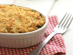 Une délicieuse recette de crumble courgettes, chèvre et lardons à réaliser avec votre Thermomix. Ce crumble salé fera aimer les courgettes à tout le monde !