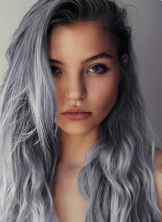 Dye your hair simple & easy to ashy silver hair color - temporarily use platinum silver hair dye to achieve brilliant results! DIY your hair cool silver with hair chalk Grey Hair Chalk, Blue Grey Hair, Grey Hair Dye, Lilac Hair, Ombre Hair, Purple Gray, Pastel Grey, Gray Color, Purple Ombre