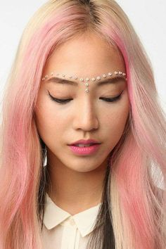 They're back again this #festival season, #face #jewels, and love them just the same! Source || Pinterest #Coachella