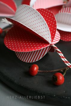 herz-allerliebst - christmas - diy christmas ornaments. I think it'd be cute to do polka dots florals and glitter!