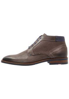 ¡Consigue este tipo de zapatos con cordones de Lloyd ahora! Haz clic para ver los detalles. Envíos gratis a toda España. Lloyd INGHAM Zapatos de vestir grigio/ocean: Lloyd INGHAM Zapatos de vestir grigio/ocean Zapatos   | Material exterior: piel, Material interior: combinación de piel/tela, Suela: fibra sintética, Plantilla: cuero | Zapatos ¡Haz tu pedido   y disfruta de gastos de enví-o gratuitos! (zapatos con cordones, laces, lace-up, laceups, brogue, oxfords, trench, cap, vestir, ac...